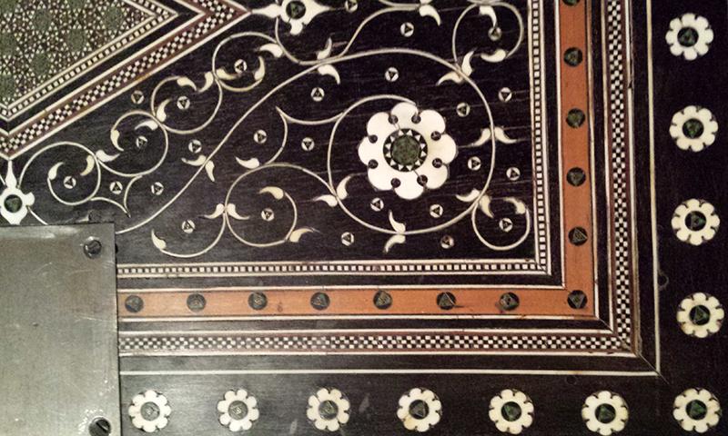1605 cabinet detail