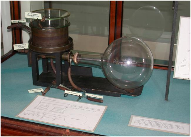 1810 Wilson's cloud chamber